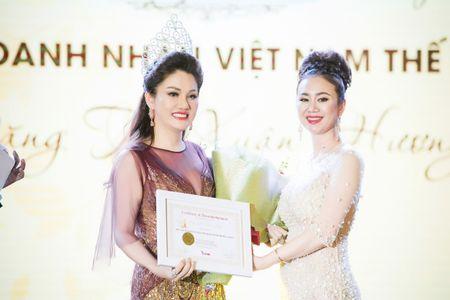 Dan nguoi dep tu hoi chuc mung Hoa hau Doanh nhan Viet Nam The gioi - Anh 7