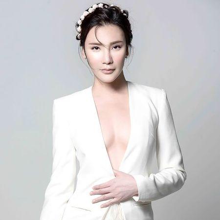 Do giau cua Ho Quynh Huong hay Hari Won khien fan 'ne' hon? - Anh 1