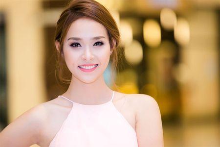 Lum xum Diep Bao Ngoc bo vai vi bi ep dong canh 'nong' - Anh 1