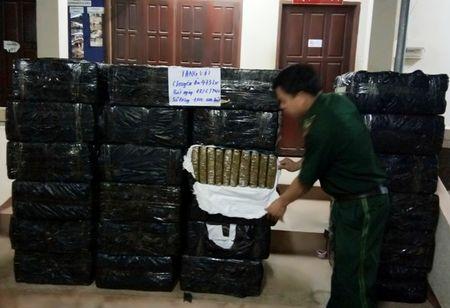 Triet pha chuyen an 'khung' thu giu 1.000 banh can sa kho - Anh 2