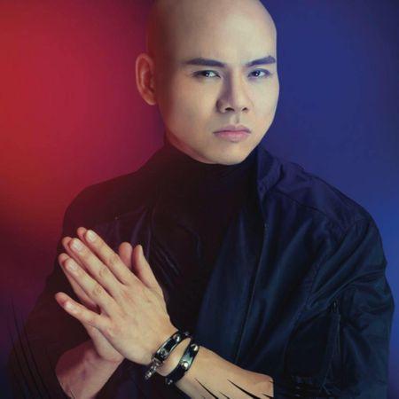 Dong nghiep buc xuc benh Phan Dinh Tung sau scandal bat nat dan em - Anh 1