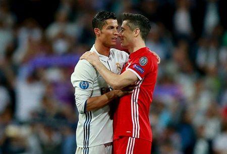 Dai dien xac nhan Lewandowski dang buon, vi Ronaldo? - Anh 1