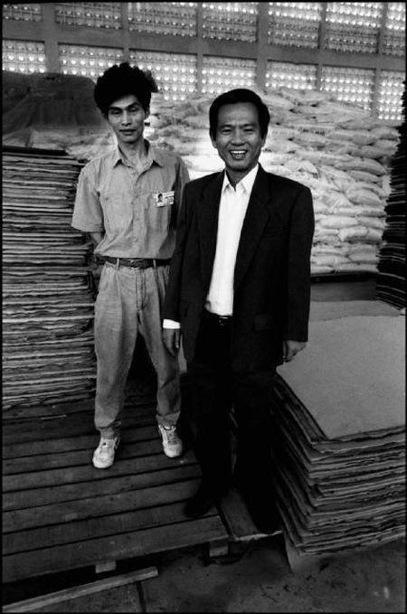 Cuoc song o Cho Lon nam 1991 qua anh Patrick Zachmann (2) - Anh 1