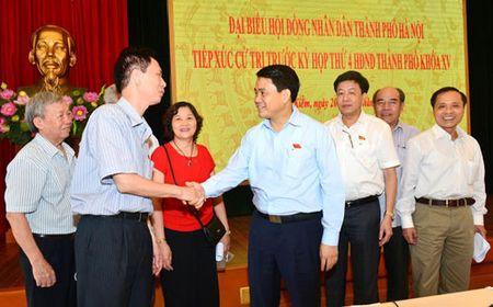 Chu tich UBND TP Ha Noi Nguyen Duc Chung tiep xuc cu tri quan Hoan Kiem - Anh 1