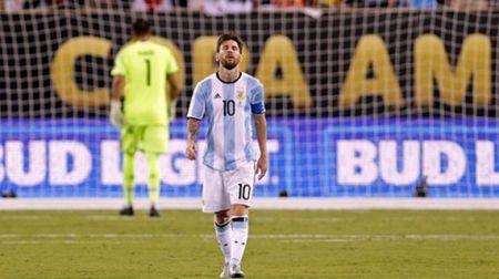 Buc thu dam nuoc mat nguoi ham mo gui tang Messi - Anh 2