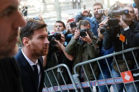 Buc thu dam nuoc mat nguoi ham mo gui tang Messi - Anh 3