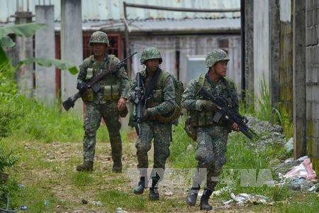 Quan doi Philippines mo cuoc tan cong moi truy quet phien quan Hoi giao tai Marawi - Anh 1