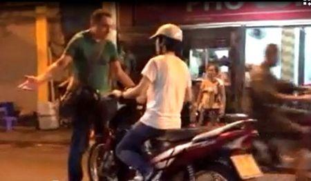 Nhung chang Tay hon ca soai ca voi hanh dong 'la' o Viet Nam - Anh 2