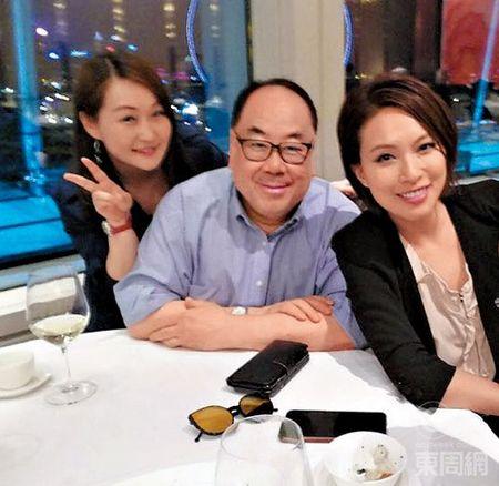 A hau Hong Kong Chu Tue Man cap ke tinh tu cung ban trai dang tuoi cha - Anh 1