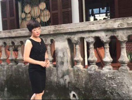 Clip MC Thao Van trai long qua loi bai 'Chi con nhung mua nho' - Anh 1