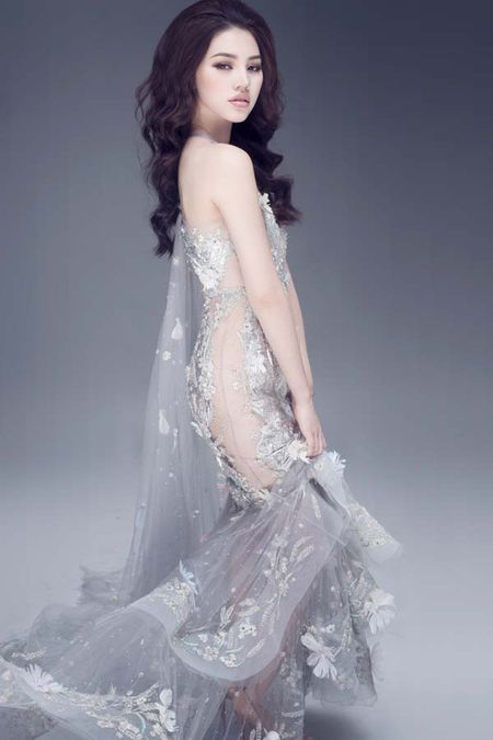 Jolie Nguyen khoe dang ngoc nga voi vay hang hieu 12.000 USD - Anh 1