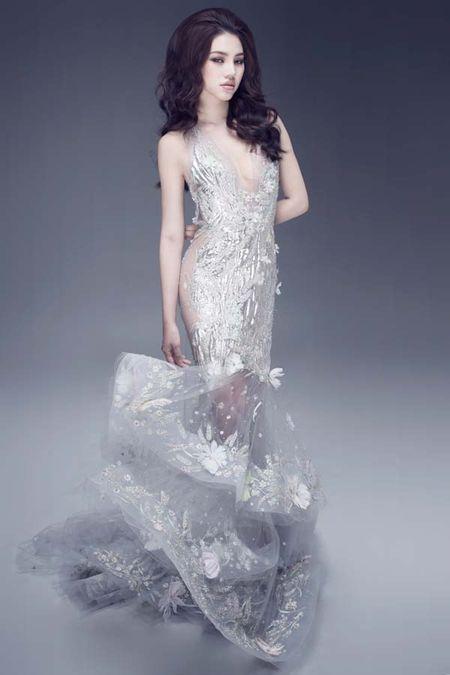 Jolie Nguyen khoe dang ngoc nga voi vay hang hieu 12.000 USD - Anh 3