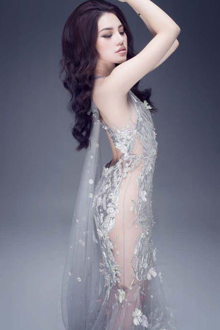 Jolie Nguyen khoe dang ngoc nga voi vay hang hieu 12.000 USD - Anh 4