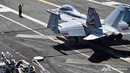 Cuoc song 'khong nhu mo' tren tau san bay My USS Ronald Reagan - Anh 16