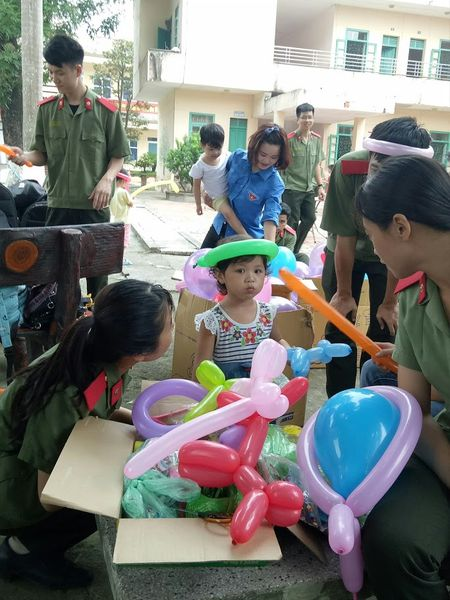 Rang ro them nu cuoi tre tho o Trung tam Bao tro xa hoi so 4 Ba Vi - Anh 3