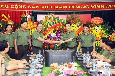 Lanh dao Bo Cong an chuc mung cac co quan thong tan, bao chi - Anh 1