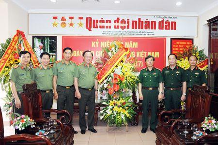 Lanh dao Bo Cong an chuc mung cac co quan thong tan, bao chi - Anh 5