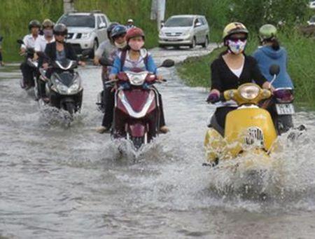 Meo di xe may qua doan duong ngap nuoc khong the bo qua - Anh 2