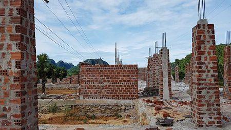 Quang Binh: Xay dung khu nha nghi vi pham hanh lang an toan luoi dien - Anh 2
