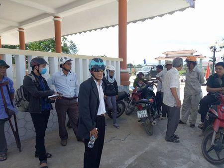 Quang Nam: Sai pham trong viec nang cap nghia trang liet si - Anh 1