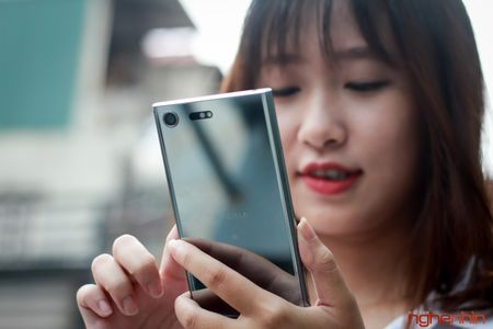 Can canh Sony Xperia XZ Premium: dep tinh te va ca tinh - Anh 3