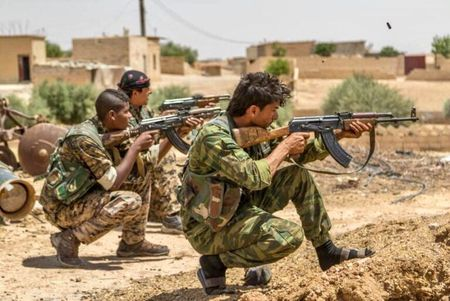 Chien su Syria: SDF tan cong du doi IS, chiem duoc 5 quan o Raqqa - Anh 1