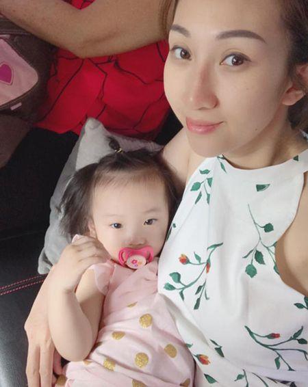 Leu Phuong Anh trai long canh bau tang 25kg, nam chat kin giuong sinh, dui gap 3 chong - Anh 1