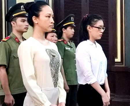 Hoa hau Phuong Nga duoc 3 luat su bao ve - Anh 1