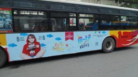 Fan My Tam to fan Son Tung dao y tuong thue xe bus treo hinh than tuong - Anh 3