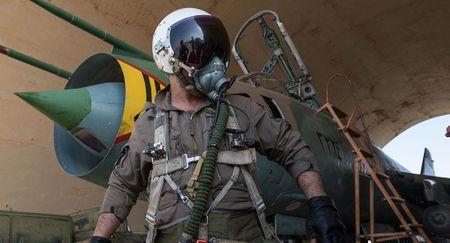 Phi cong Syria lai Su-22 bi My ban roi thoat chet than ky - Anh 1
