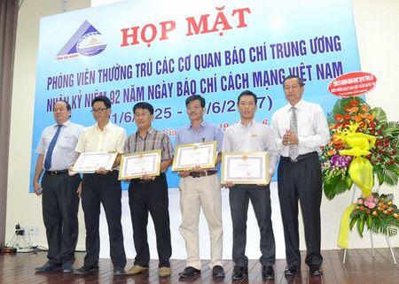 An Giang tang bang khen cho phong vien Bao Lao Dong - Anh 1
