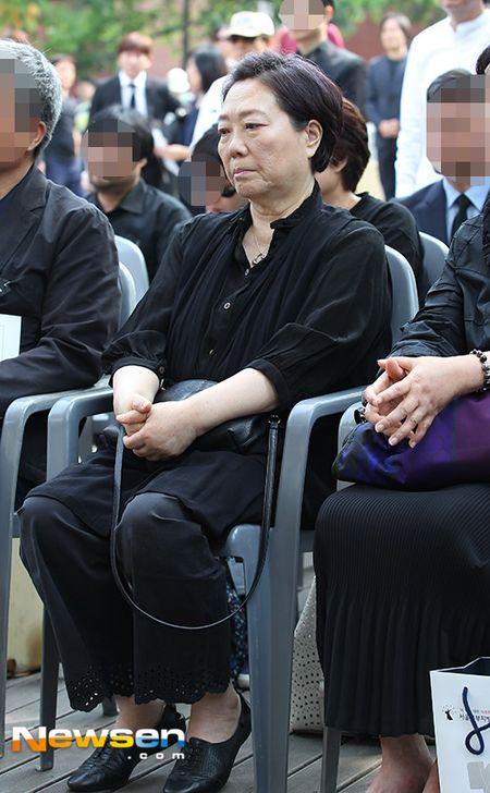 Dong nghiep dua tien nghe si Han Quoc qua doi khi phim dang phat song - Anh 6