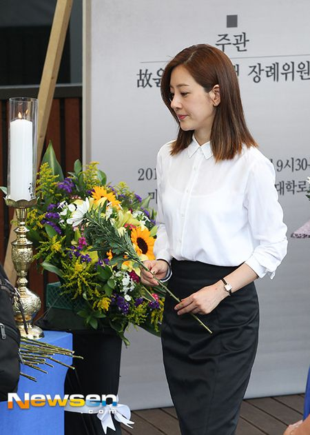 Dong nghiep dua tien nghe si Han Quoc qua doi khi phim dang phat song - Anh 9