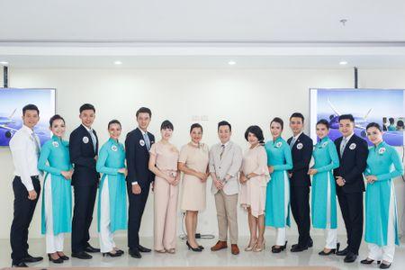 Xem tiep vien Vietnam Airlines dua sac, tranh tai - Anh 1