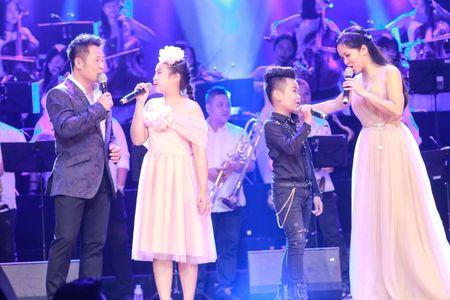 Live show 'Tuoi tho toi': Co nhung Bang Kieu, Hong Nhung rat khac - Anh 1