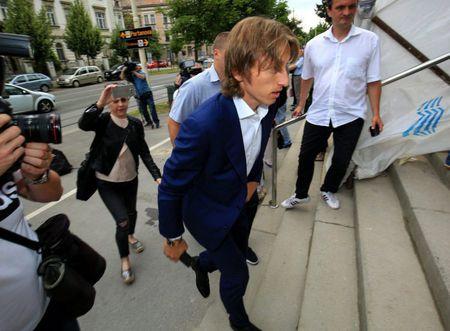 Luka Modric co the phai ngoi tu 5 nam vi toi 'phan boi' bong da Croatia - Anh 2