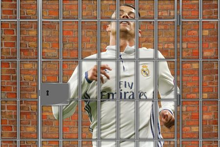Ronaldo tuyet vong: 'Hay lam moi cach giup toi tro lai MU' - Anh 8