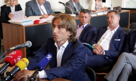 Vu Ronaldo chua yen, Modric lai doi mat voi an 5 nam tu giam - Anh 2