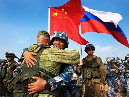 NATO thuc su lo ngai truoc viec Nga-Trung Quoc tap tran chung - Anh 1