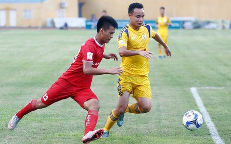 Nam Dinh tro lai V.League sau 7 nam 'nam gai nem mat' - Anh 1