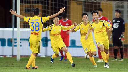 Nam Dinh tro lai V.League sau 7 nam 'nam gai nem mat' - Anh 2