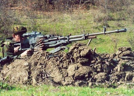 Ngac nhien: Viet Nam che tao vu khi phu xe tang T-90S - Anh 11
