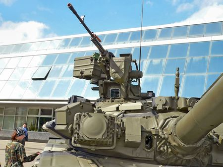 Ngac nhien: Viet Nam che tao vu khi phu xe tang T-90S - Anh 1