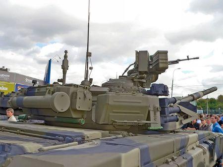 Ngac nhien: Viet Nam che tao vu khi phu xe tang T-90S - Anh 2