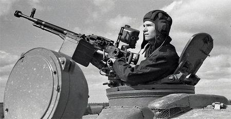Ngac nhien: Viet Nam che tao vu khi phu xe tang T-90S - Anh 6
