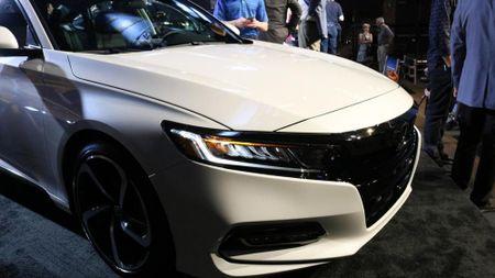 Honda Accord 2018 co gi de 'dau' Toyota Camry 2018? - Anh 3