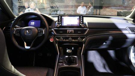 Honda Accord 2018 co gi de 'dau' Toyota Camry 2018? - Anh 6