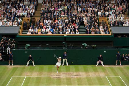 Thang Venus nhanh va de dang, Muguruza dang quang Wimbledon 2017 - Anh 7