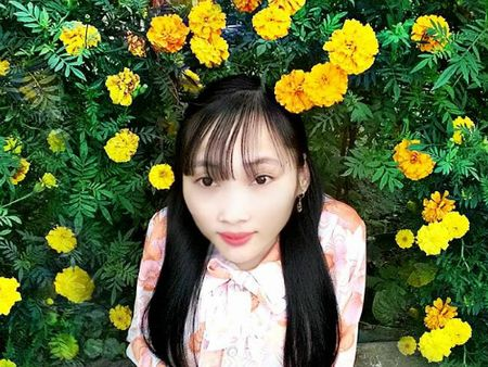 Nghi luc phi thuong cua co giao xuong thuy tinh hon 10 nam day hoc mien phi - Anh 1