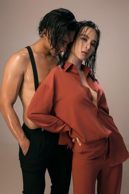 Angela Phuong Trinh mang bau voi host The Face Huu Vi - Anh 2